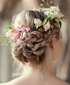 floral hair pieces for brides - bridal hairstyle with flowers Unique Wedding Hairstyles, Romantic Hairstyles, Flower Girl Hairstyles, Crown Hairstyles, Loose Hairstyles, Summer Hairstyles, Bridal Hairstyle, Hairstyle Photos, Bridesmaid Hair Flowers