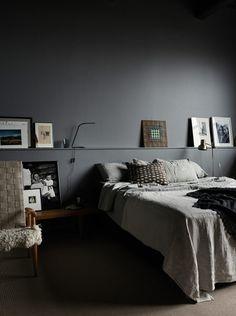 Cozy and stylish bedroom with grey walls in photographer Pia Ulin's loft – Loft İdeas 2020 Small Master Bedroom, Home Bedroom, Bedroom Decor, Bedroom Ideas, Bedroom Lighting, Bedroom Chandeliers, Design Bedroom, Headboard Ideas, Bedroom Lamps