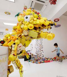 Hiroshi Fuji recycled toys awesomeness Recycled Toys, Recycled Art, Environmental Art, Art Club, Diy Projects To Try, Artist Art, Art Reference, Illustrators, Crafts For Kids
