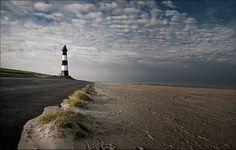 Vuurtoren Breskens door Ellen via www.fanvanzeeland.nl  #FanvanZeeland #Zeeland #Breskens #vuurtoren #lighthouse #beach #strand #clouds #wolken #sky #Nederland #Netherlands #instanetherlands #beachlife #naturelovers #holland #nature #instanetherlands #sea #zee #ZeeuwsVlaanderen