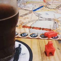 Bebendo e aprendendo a jogar.