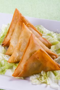 For appetizer, prepare tuna samosas for your guests. Follow our easy recipe and enjoy!