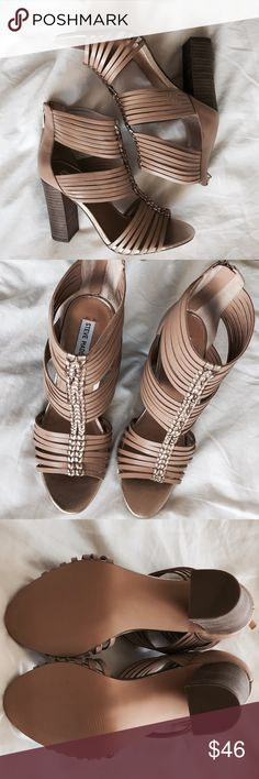 Steve Madden Chunky Heel Sandals Super cute nude and gold heeled sandals, perfect for summer with a white dress or cropped jeans, they're also easy to dress up or dress down so very versatile! Feel free to check out my closet for other awesome bundle options, I do bigger discounts on bundle offers 💗 Steve Madden Shoes