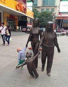 Дети и скульптуры