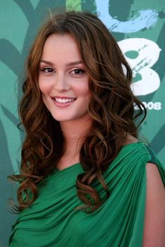 Curly Hairstyle for Women with Long Hairs