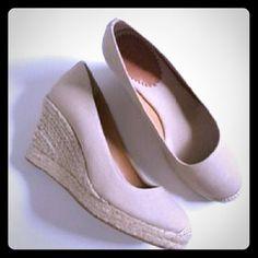 HP 2/7 Amazing brushed linen Cream wedges ❤ ❤Amazing Brushed Linen Cream Wedges❤ Merona Shoes Wedges