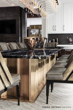 Discover how these luxury decor ideas are the ones you'll want in home interior design. All the home design ideas to get the perfect home you've ever wanted. Luxury Kitchen Design, Luxury Interior Design, Luxury Kitchens, Luxury Dining Room, Dining Room Design, Dining Rooms, Küchen Design, Design Ideas, Inspiration Design
