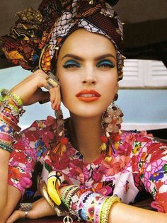 """Carmen Miranda reloaded"" - editorial from Vogue Brazil February 2013 Ethno Style, Bohemian Style, Boho Chic, Bohemian Fashion, Ethnic Fashion, Vogue Editorial, Editorial Fashion, Brazil Fashion, Moda Blog"