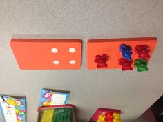 Here's another idea I saw in Mrs. Smith's room that you can use to help students practice counting. Students have to match the number of dots on the dominoes with Bear counters. then match a numeral card. Kindergarten Math Activities, Counting Activities, Preschool Math, Math Classroom, Fun Math, Teaching Math, Teaching Ideas, Early Education, Special Education