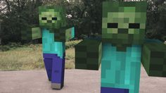 Minecraft: Zombie Attack This guy has some very cool real life meets video game videos Minecraft Real Life, Minecraft Songs, Minecraft Music, Minecraft Comics, Minecraft Funny, Minecraft Tips, Minecraft Pixel Art, Minecraft Creations, Minecraft Stuff