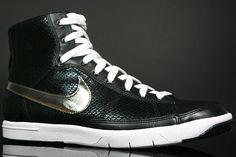 Nike WMNS Blazer Mid Black White Profile
