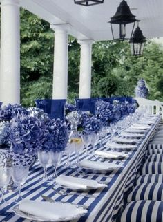 Decoration Evenementielle, Table Decorations, Enchanted Home, Beautiful Table Settings, Deco Table, White Decor, Place Settings, Shades Of Blue, 50 Shades