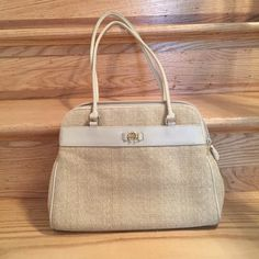 ✨ℱℒᎯЅℋ ЅᎯℒℰ✨Tan handbag Passed down. Spacious with compartments. Etienne Aigner Bags Shoulder Bags
