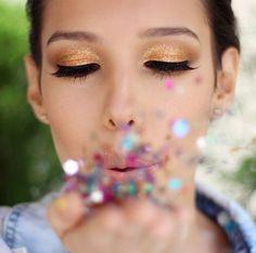 Aprenda os segredos que vão fazer a sua maquiagem de Carnaval durar o dia inteiro!