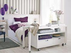 Para quando tiver espaço no quarto, um aparador que serve de mesa de estudo e de café na cama!