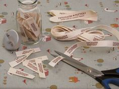 DIY Fabric Sewing Labels Tutorial from PatchworkPottery. Quilt Labels, Fabric Labels, Fabric Crafts, Sewing Crafts, Sewing Projects, Techniques Couture, Sewing Techniques, Sewing Hacks, Sewing Tutorials