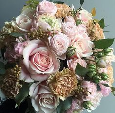 Pure happiness by @djursholmsblommor #meijerroses #weddinginspiration #weddingideas #weddingflowers #weddingdecor #bride #flowers #flowerstagram #flowerslover #roses