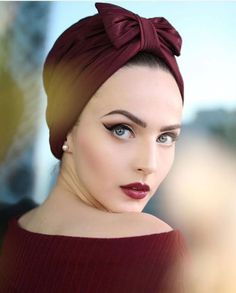 Explore our amazing collection of hijab pins ssomecollec ssomecol Hijab Pins, Up Styles, Scarf Styles, Hair Styles, Idda Van Munster, Vintage Outfits, Vintage Fashion, Turban Style, Vintage Makeup