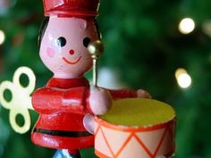 7 music strategies for people living with late-stage dementia - Kat Fulton, MM, MT-BC Christmas Gift Guide, A Christmas Story, Merry Christmas, Christmas Gifts, Christmas Ornaments, Art Therapy Activities, Sensory Activities, Therapy Ideas, Sensory Play