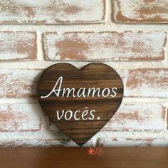 Plaquinha em formato de coração. Essa tem 15cm x 15cm, perfeita para presentes, lembranças ou decoração.