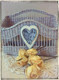 """Купить Газетница """"Мадам Butterfly"""" - серый, плетение из бумаги, плетеная корзина, Газетница, журнальница, сердце"""