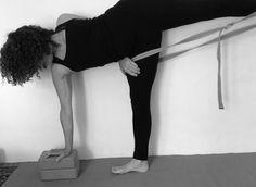 144 fantastiche immagini su yoga  props  yoga sequenze