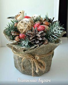 ideas for burlap tree decorations Christmas Runner, Christmas Candles, Christmas Centerpieces, Christmas Wreaths, Christmas Crafts, Christmas Ornaments, Decoration Table, Flower Decorations, Mery Crismas