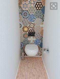 Transform your bathroom with boho tiles - Verwandeln Sie Ihr Badezimmer mit Boho-Fliesen - # Fliesen interior walls Bathroom Inspiration, Bathroom Interior, Small Bathroom, Toilet Closet, Bathroom Decor, Bathroom Wallpaper, Bathroom Design, Tile Bathroom, Boho Tiles