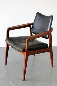 Sigvard Bernadotte; #132 Teak and Leather Armchair for France & Son, 1952.
