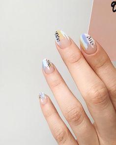 Best Nail Polish Colors For Olive, Tan, Light, Medium Skins Nail Art Cute, Cute Nails, Pretty Nails, Minimalist Nails, Best Nail Polish, Nail Polish Colors, Nail Art Abstrait, Coffin Nails, Acrylic Nails