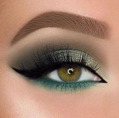 18 Christmas Makeup Inspiration For Your – Maquillage des Yeux Gold Eyeliner, Glitter Eye Makeup, Glam Makeup, Eyeshadow Makeup, Makeup Brushes, Makeup Tips, Makeup Ideas, Makeup Remover, Eyebrow Makeup