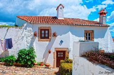The kind of house I want when I move to Costa Rica. Best Places To Live, Beautiful Places To Visit, Marvao Portugal, Algarve, Portuguese Culture, Hotel Packages, Le Havre, Holiday Destinations, Construction