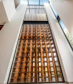 Celosía de ladrillo: Paredes y pisos de estilo Moderno por BANG arquitectura