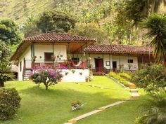 Colombian coffee farm, a dream inside coffee paradise Village House Design, Village Houses, Arabica, Colombia Travel, Spanish Style Homes, Hacienda Style, Backyard, Patio, Thinking Day