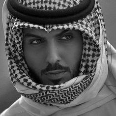 Omar Borkan al gala Most Beautiful Man, Gorgeous Men, Beautiful People, Handsome Male Models, Handsome Boys, Arab Men Fashion, Diy Fashion, Fashion Ideas, Male Models Poses