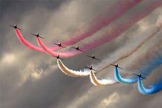 44 Awesomely  Amusing Aerobatics Photography on http://naldzgraphics.net