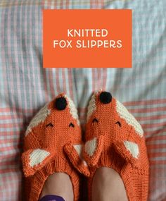 Making Sincerely Louise's fox slippers - pattern from Mollie Makes - using Bergere De France Ideal yarn to knit these slippers. Post via This Little Space of Mine Knitting Patterns Free, Knit Patterns, Free Knitting, Knitting Socks, Fox Slippers, Knitted Slippers, Knitting Projects, Crochet Projects, Knooking