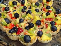 I made this last night to take to a Progressive Dinner. I chopped up strawberries, fresh pineapple, kiwi and topped with fresh blueberries. I drizzled with a little honey. So easy, so fast, so light….so perfect! Crockpot Recipes, Snack Recipes, Snacks, Blueberries, Strawberries, Fruit Tartlets, Meal Ready To Eat, Weekly Dinner Menu, Progressive Dinner