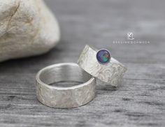 Paar Silberringe Eheringe gehämmert mit blauen von EvelineSchmuck