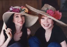 Shirley MacLaine with her daughter Sachi Parker by Richard Miller. Sachi Parker, Ohana, Shirley Maclaine, Film Institute, Academy Award Winners, All Movies, Style And Grace, Mini Me, Movie Stars