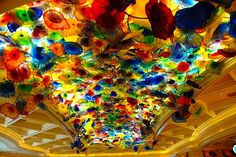 """Dale Chihuly """"Glass Structure"""" in Las Vegas - the ceiling in the lobby of the Bellagio. ik had nooit van dale chihuly gehoord. Dale Chihuly, Las Vegas, Glass Structure, Vegas Vacation, Glass Flowers, Art Plastique, Hand Blown Glass, Glass Art, Fine Art"""
