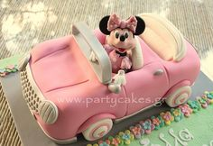 If you're searching for the best Disney cartoon cake ideas, you absolutely must check out these amazing Minnie mouse themed cakes, that were created by very talented people from all around the globe. Bolo Minnie, Minnie Cake, Minnie Mouse Car, Mini Mouse Cake, Car Cake Tutorial, Minnie Birthday, Birthday Cake, Birthday Parties, Birthday Diy