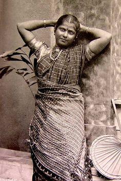 தமிழ் பெண் (Tamil woman)