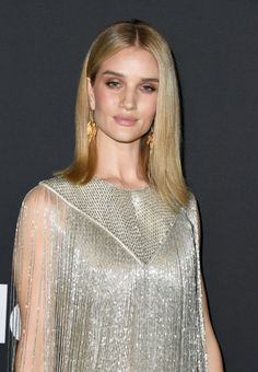 Rosie Huntington-Whiteley brings back the flapper era in glittering fringe dress at InStyle Awards Vintage Fashion 1950s, Victorian Fashion, Vintage Hats, Flapper Era, Fishnet Top, Christian Dior Couture, Celebrity Style Inspiration, Fringe Dress, Rosie Huntington Whiteley