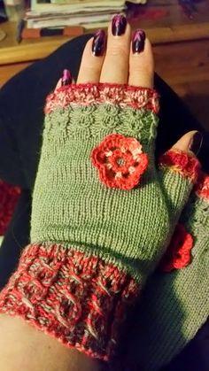 Satumaisia silmukoita: Kämmekkäät reumalangasta ja Fabelista ohje Knitting Socks, Knit Socks, Fingerless Gloves, Arm Warmers, Mittens, Fashion, Moda, Fingerless Mitts, Fingerless Mittens