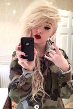 her make up is fab. im bringing my dark maroon lipstick. I Love Your Face, Maroon Lipstick, Alternative Hair, Hair Tattoos, Dye My Hair, Scene Hair, Gorgeous Hair, Amazing Hair, Pretty Hairstyles