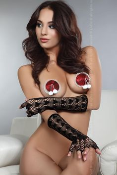 CIRCLE NIPPLE COVERS MODEL 19  These are gorgeous self-adhesive nipple covers. They perfectly adhere to the skin and are made of high-quality materials.
