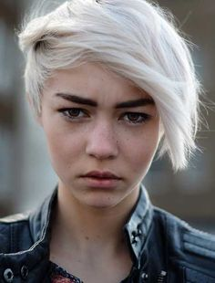 short platinum hair with dark eyebrows. Maybe I can pull this off with roots?