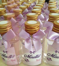 Mini difusores personalizados para a recepção de maternidade da pequena Mirella.