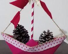Cómo hacer esfera colgante flores de papel - PAPELISIMO Origami, Christmas Ornaments, Holiday Decor, Shape, Paper Hearts, Christmas Paper, Paper Crafting, Paper Boats, Christmas Jewelry